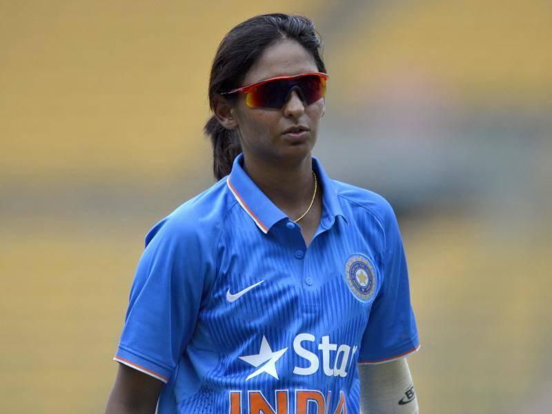 महिला विश्वचषकाच्या उपांत्य सामन्यात हरमनप्रीतने शतकी खेळी करताना ७ षटकार लगावले. अंतिम सामन्यात अर्धशतकी खेळीदरम्यान तिने २ षटकार लगावले. या खेळीत हरमनप्रीत २ षटकार आणखी मारु शकली असती तर स्पर्धेत सर्वाधीक षटकार मारण्याचा विक्रम तिच्या नावे झाला असता.