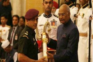 Padma Bhushan Award Ceremony : धोनीचा रुबाब न्यारा